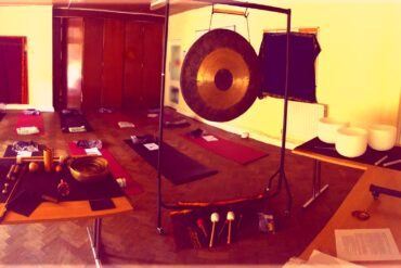 05/09/21 at 7pm – Soundbath @ Rosslyn Hill Chapel with Andrea Lowry/Sound Practices London
